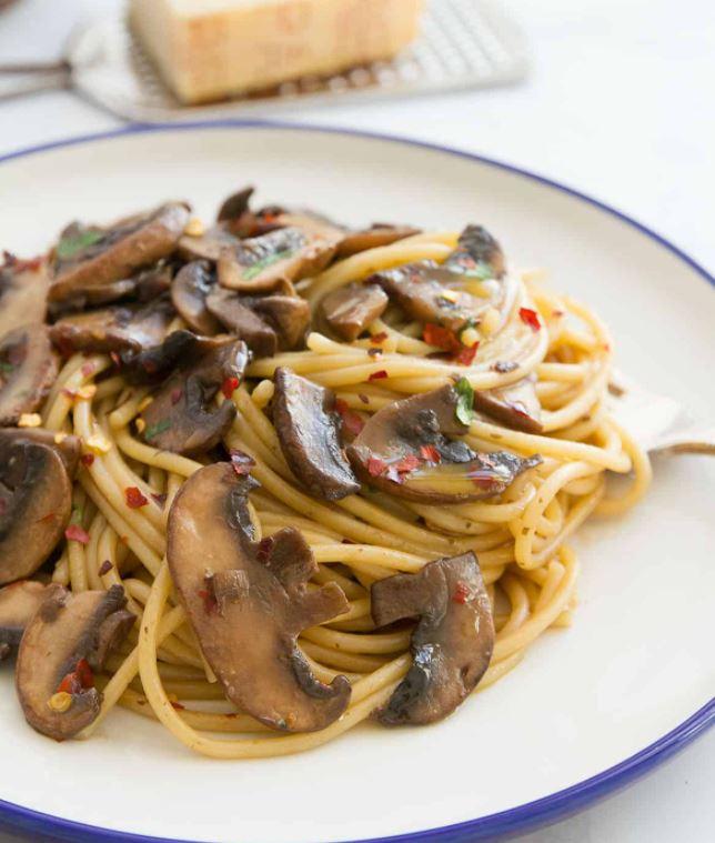 15 Minute Garlic Mushroom Pasta (No Cream)