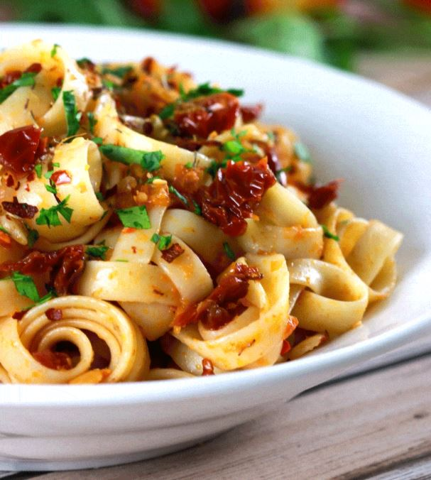 Quick and Easy Sundried Tomatoes and Garlic Pasta